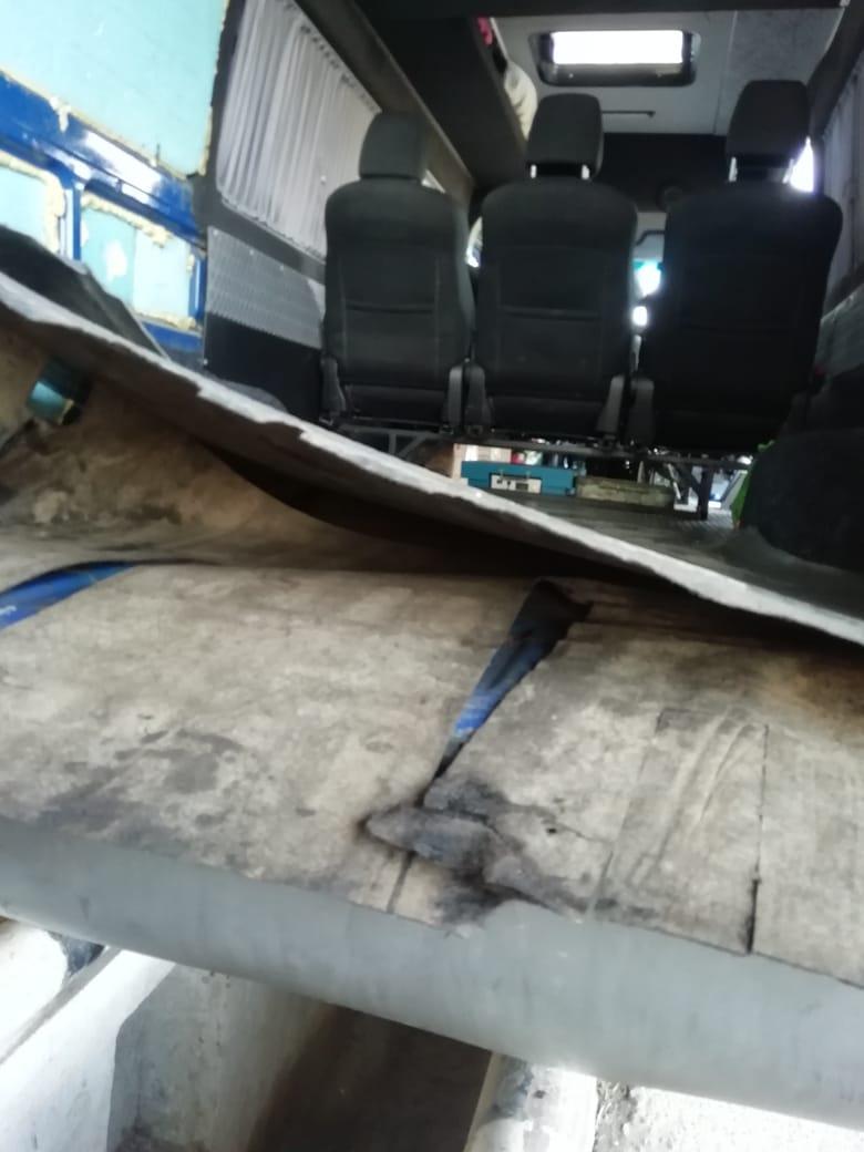 Водитель избавился как от скрытых товаров, так и от транспортного средства.