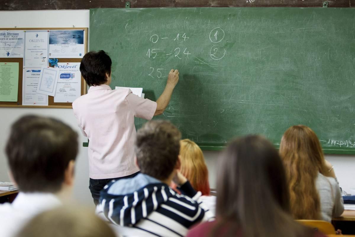 В Угорщині не вистачає вчителів, наразі потреба у державних освітніх закладах складає 12000 спеціалістів.