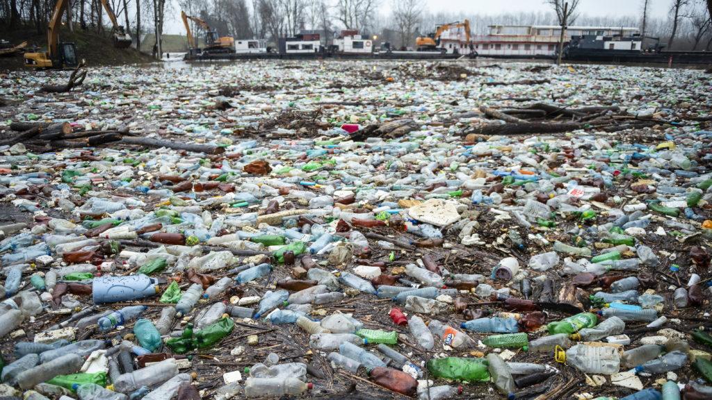 Партия Jobbik подала заявление в правоохранительные органы из-за бытовых отходов, поступающих в Венгрию Тисой и ее притоками.