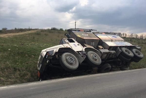 Вантажівка з вибуховою технікою та небезпечною сумішшю їхала зі сторони Виноградова.