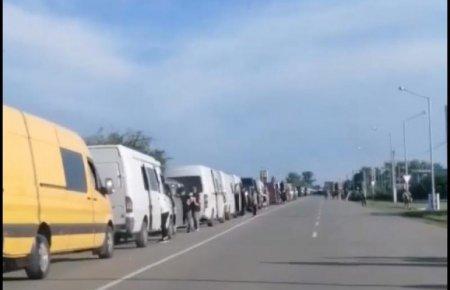 Перед пунктом пропуску «Дякове-Халмеу» у напрямку «виїзд з України» накопичилось близько 200 пасажирських мікроавтобусів та легкових автомобілів.