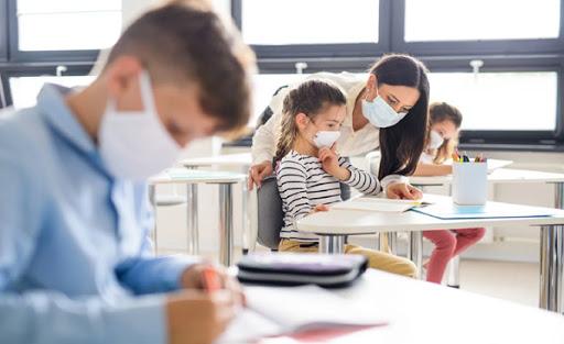 Сьогодні відновився повноцінний навчальний процес для школярів 1-4 класів