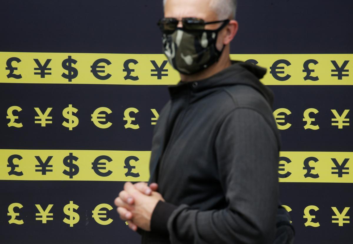 Курс долара знизився до 28,35 гривні, а курс євро - до 34,56 гривні.