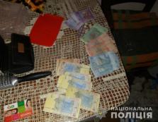 """Поліція Берегова за """"гарячими слідами"""" затримала чоловіка, який відкрито пограбував містянку"""