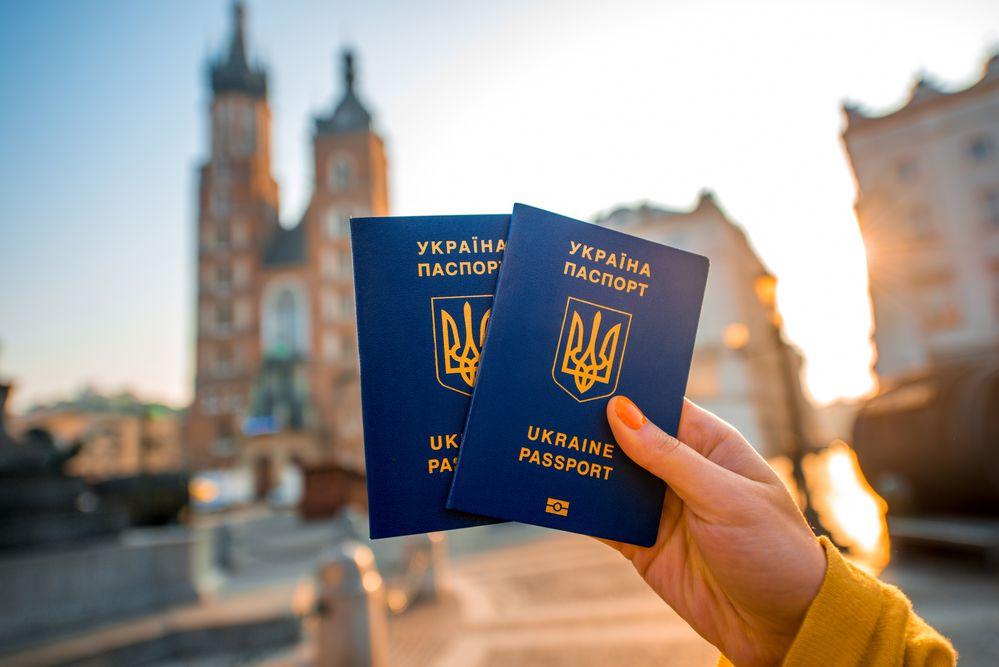 Поведінка українців за кордоном не становить ризиків для безвізу - єврокомісар