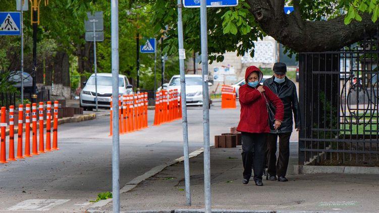 Кабінет Міністрів України постановив відмінити ослаблення карантинних обмежень в разі, якщо ситуація в місті або регіоні погіршується протягом трьох днів поспіль.