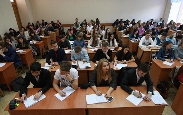 Міністерство освіти рекомендуватиме, щоб, за рішенням батьківського і педагогічного співтовариства, класи переходили на змішану форму навчання.