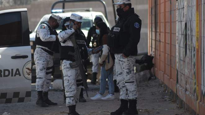 На заході Мексики 27 лютого невідомі стріляли у 13 осіб. Прокуратура регіону почала розслідування за фактом масового вбивства.