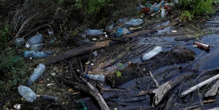 Президент Угорщини Янош Адер закликав Україну і Румунію зупинити забруднення річок після того, як дві найбільші річки Угорщини наповнили пластикові відходи через паводки в Карпатах.