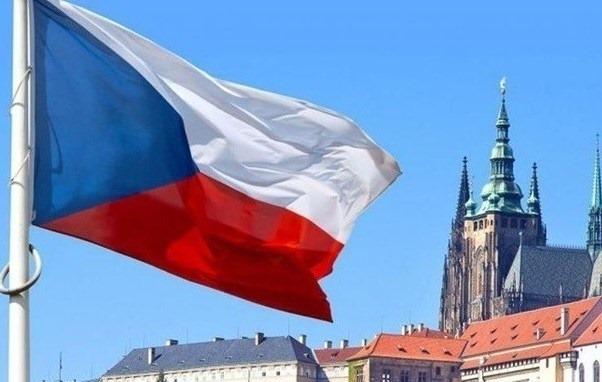 При в'їзді до Чехії іноземці повинні мати довідку про негативний тест на коронавірусну хворобу COVID-19, видану не довше, як за чотири дні перед поїздкою.