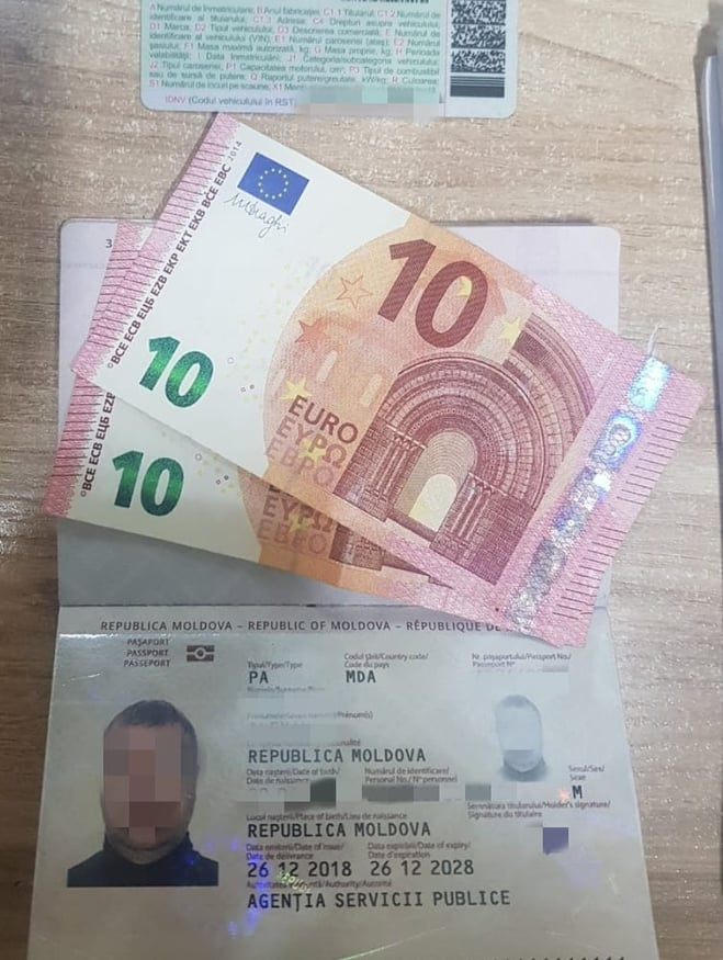 Учора ввечері 38-річний громадянин Молдови намагався хабарем здобути поблажливість прикордонників у пункті пропуску «Ужгород».