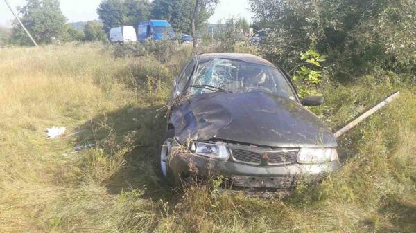 """ДТП на Іршавщині: """"Mitsubishi Carisma"""" з'їхав у кювет"""
