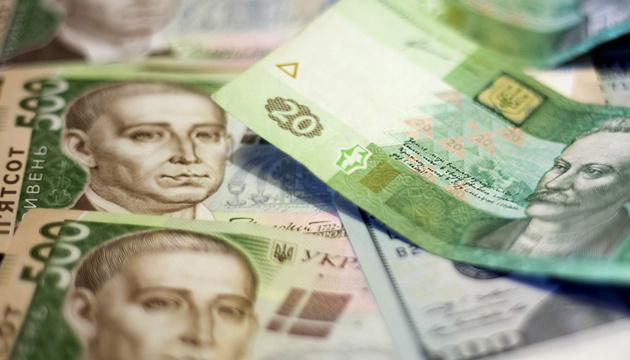 Курс долара впав до мінімального значення за майже чотири роки. Тим часом на міжбанку курс долара незначно зріс.