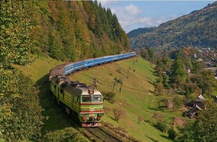 Поїзд сполученням Харків – Рахів відтепер стоятиме на станції в курортному гірському селі Кваси на Закарпатті на 2 хвилини довше, ніж раніше.