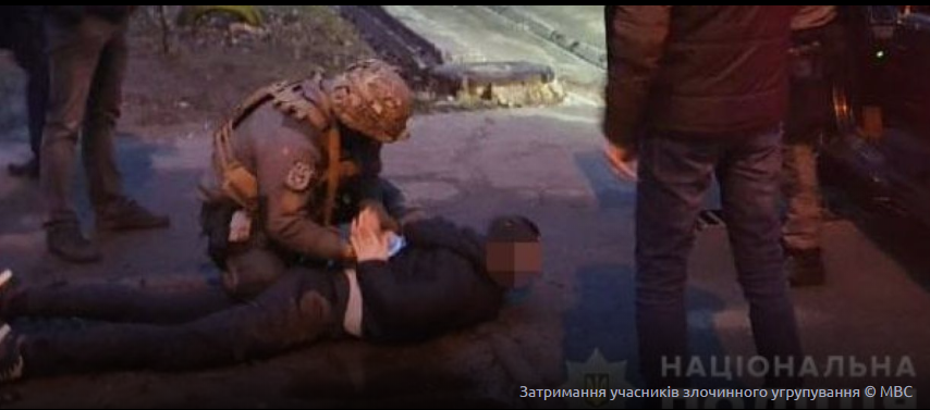 Депутат разом зі спільниками напали на сім'ю іноземців, пограбували і полонили.