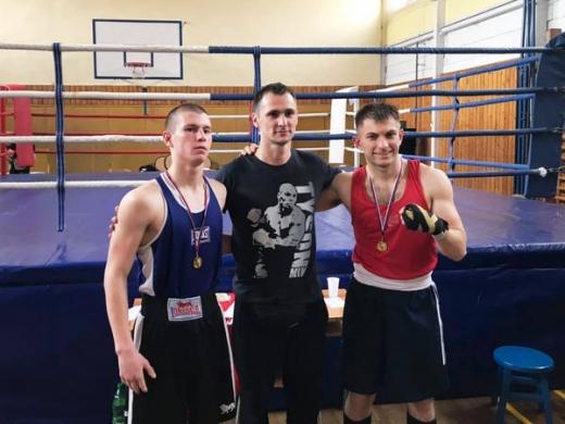 Представник Ужгородської федерації боксу Юрій Дем'янчук завоював золото у ваговій категорії 75 кг, а Юрій Пойда став першим у ваговій 69 кг.