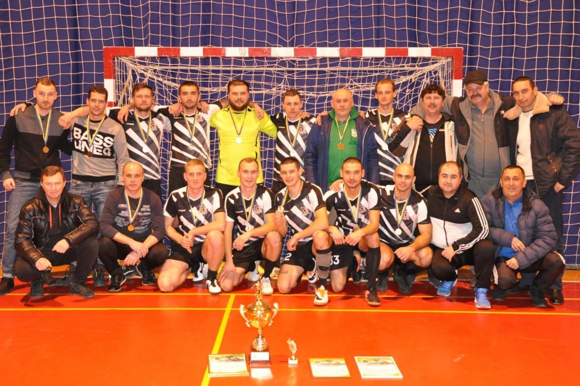 У неділю, 12 січня, у спорткомплексі «Зінедін» біля Ужгорода пройшов чемпіонат Ужгородського району з міні-футболу серед дорослих команд.
