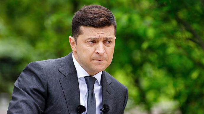 Петиція на сайті президента України про відставку Володимира Зеленського в разі порушення ним закону, як він свого часу й обіцяв, набрала 17 липня необхідні для її розгляду голоси – понад 25 тисяч.
