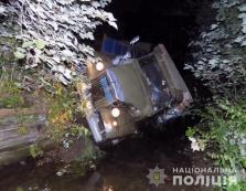 На Міжгірщині вантажівка злетіла з дороги в річку — водій загинув