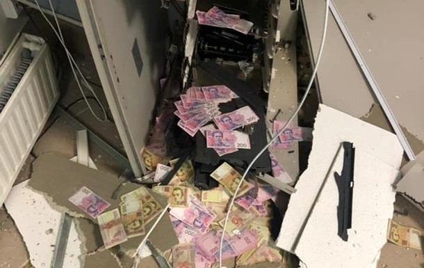 Зловмисник застосував газоповітряну суміш, вибух якої пошкодив банкомат у приміщенні магазину.