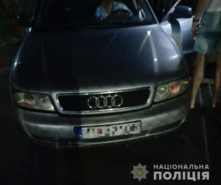 Вчора, 14 липня, близько 21:00 до поліції із повідомленням про злочин звернувся 36-річний житель Чернівецької області.