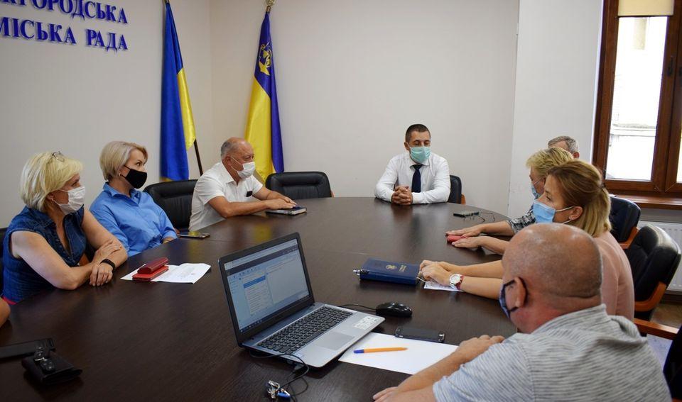 До 28 вересня, на два тижні, в Ужгороді призупиняється навчання в Класичній гімназії.