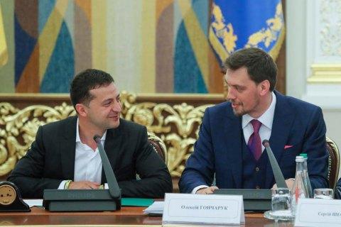 Президент України Володимир Зеленський не прийняв відставку прем'єр-міністра Олексія Гончарука. Про це йдеться у відео, що оприлюднене Офісом президента.