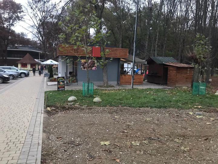 Слідчі Головного управління поліції Закарпаття проводять досудове розслідування за фактом незаконного привласнення нерухомості в одному з комунальних парків Ужгорода, на вулиці Возз'єднання.