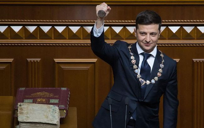 Конституцію України з 27 на 28 червня ухвалила Верховна рада 315 голосами