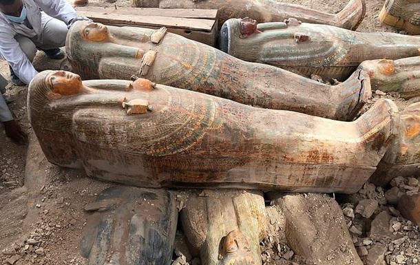 Більше 20 запечатаних саркофагів знайшли в некрополі поряд з Фівами. Знахідку називають одним з найбільш важливих відкриттів останніх років.