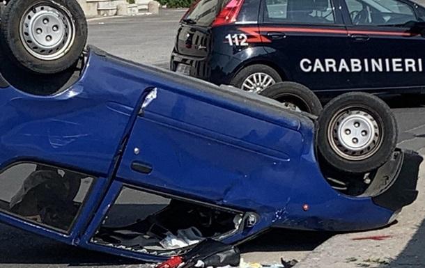 Машину сбила Оксана Лаврук, когда она скатилась со склона на нейтральной передаче. Она не могла остановить машину.