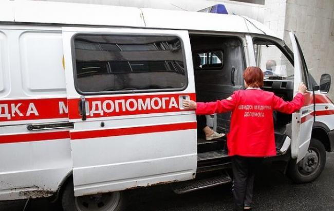 """На Закарпатті автомобіль """"ВАЗ"""" врізався у дерево: семеро чоловік у лікарні"""