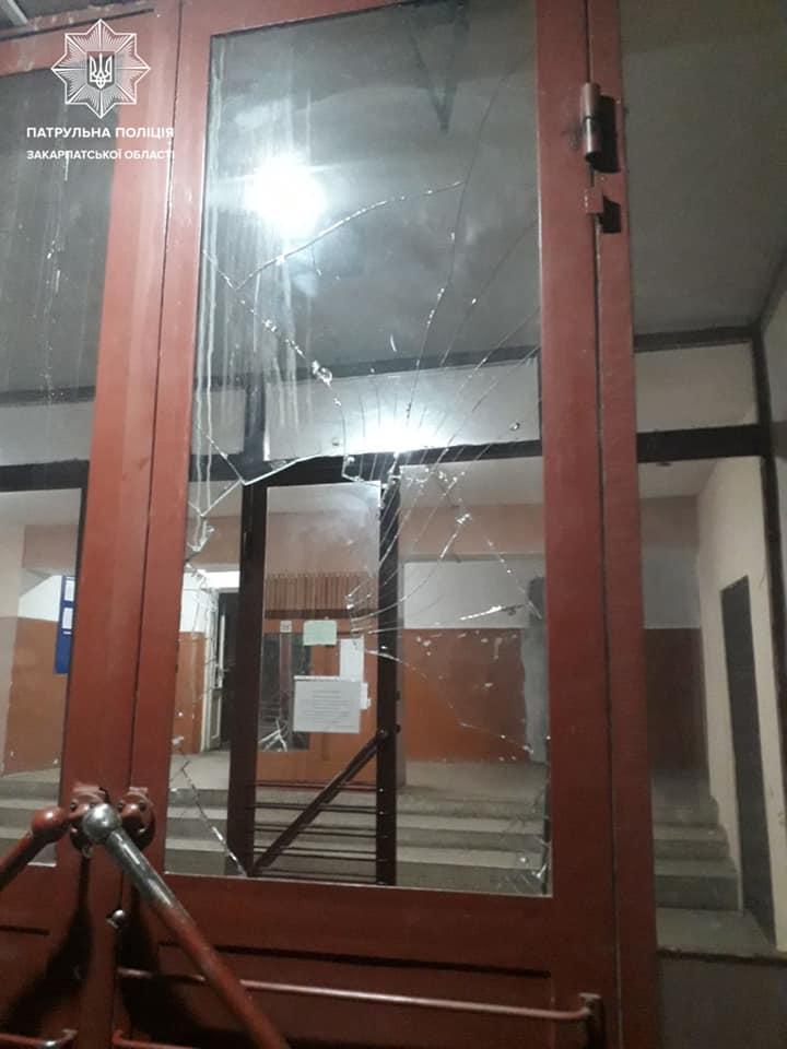 в инспекторы поступил звонок о нанесении ущерба имуществу. Это произошло на улице Лобачевского, в Ужгороде.