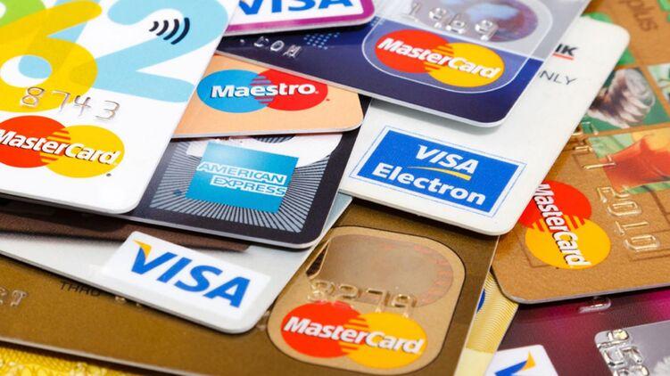 Нова постанова НБУ забороняє банкам закривати рахунки, якщо кошти на ньому заморожені.