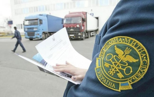 Українська митниця катастрофічно недофінансована і нічим не забезпечена - крім дзеркальця і ліхтарика, каже Щуцький.