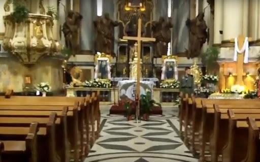 Цими вихідними віряни, які святкують Великдень за григоріанським календарем, зможуть подивитися Великодні богослужіння, а віряни, які святкують за юліанським календарем, побачити богослужіння.