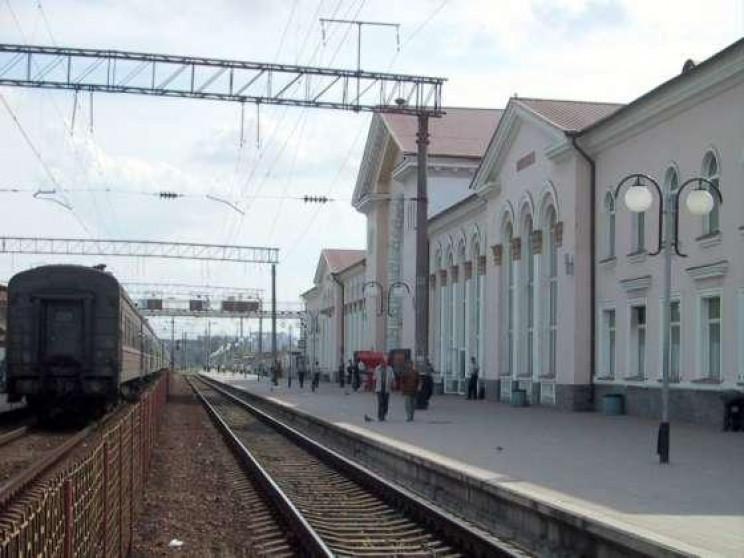 Суд виніс вирок мешканцю Закарпаття, який на вокзалі у Вінниці відібрав телефон у жительки Чернівців.