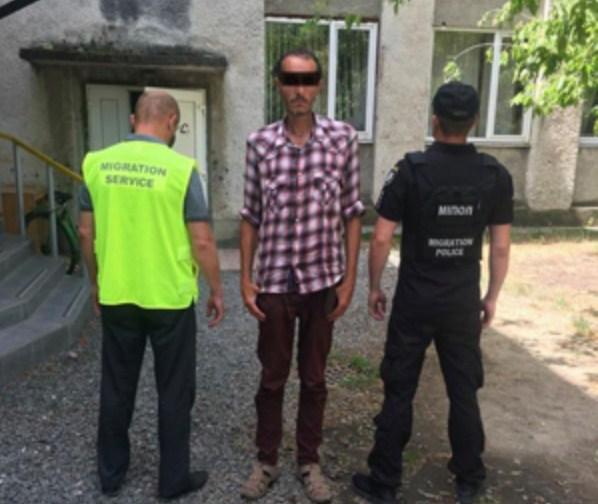 Цими днями працівники міграційної служби Закарпаття спільно з співробітниками відділу міграційної поліції ГУ НП виявили в Ужгороді мігранта-порушника.
