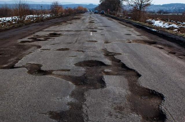 Угорщина готова надати Україні кредит на 60,5 млн доларів для будівництва доріг на Закарпатті. Угорщина хоче відкрити ще один прикордонний пункт на кордоні з Україною.
