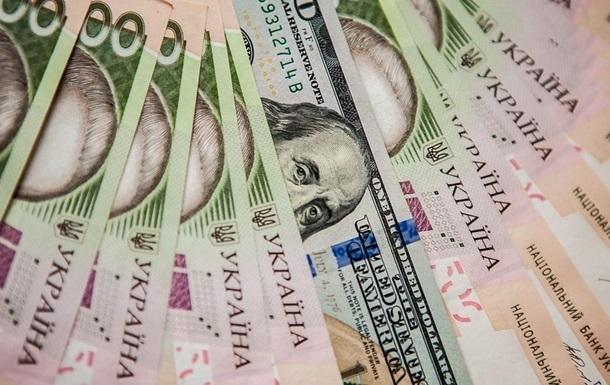Курс долара на міжбанку в продажу знизився на п'ять копійок - до 24,12 гривень за долар, курс у покупці впав також на п'ять копійок - до 24,09 гривень за долар.