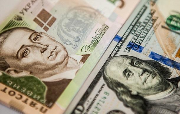 Курс долара на міжбанку в продажу знизився на п'ять копійок - до 25,17 грн/дол, курс у купівлі впав на чотири копійки - до 25,15 грн/дол.