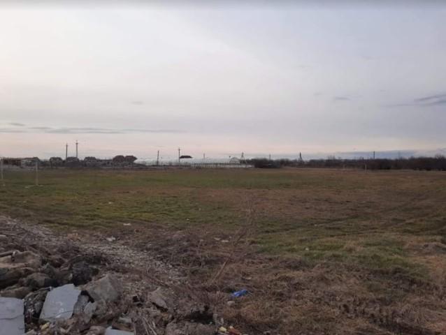 Футбольне поле, яке десятиліття слугувало для гарячих дербі, зникає на очах.