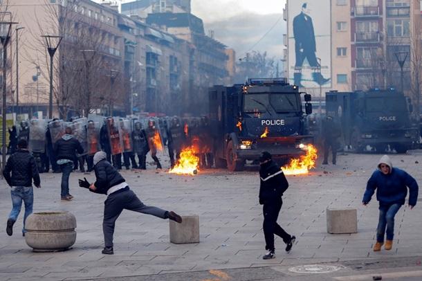 Поліція розігнала сльозогінним газом протести вКосові