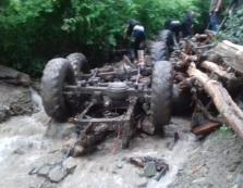 Людей перемололо з дровами і металом: з'явились фото з місця трагедії на Закарпатті
