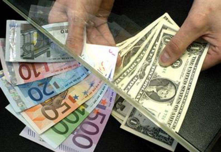 Найбільше грошей в Україну надійшло з Польщі і Чехії. Росія на третьому місці.