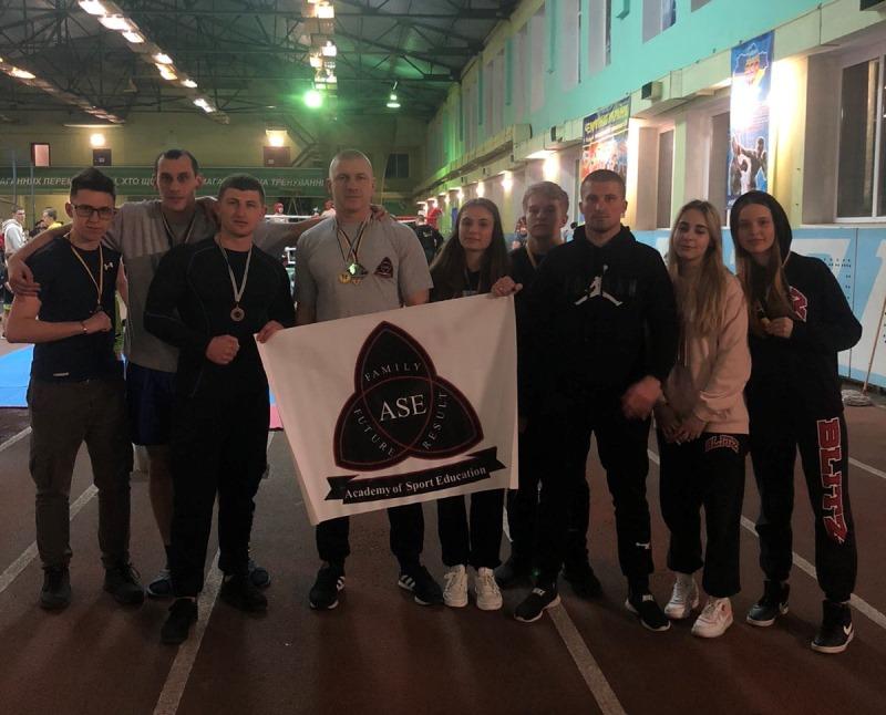 Чемпіонат України з комбат самозахисту ІСО (легкий контакт) серед юнаків, юніорів та дорослих, який відбувся у Броварах, зібрав спортсменів із 17 областей.