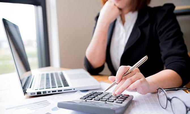 У 2012 році бухгалтер придумала неіснуючу особу, внесла відомості про неї в програмне забезпечення для автоматизованого розрахунку заробітної плати.