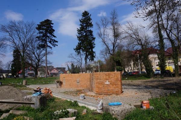 Вже кілька років тривають роботи з благоустрою старого римо-католицького та реформатського кладовища у центральній частині Тячева, яке не використовують з 1960-х років.