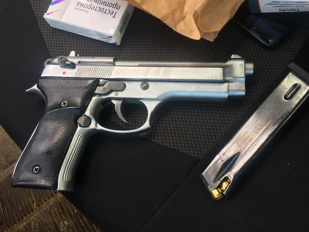 Сьогодні опівдні прикордонники Чопського загону виявили газовий пістолет марки «Ekol Firat Magnum» калібру 9 мм у автівці громадянина Словаччини.