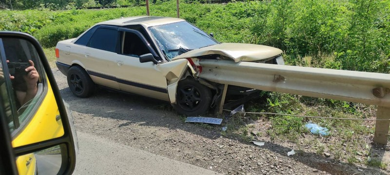 Легкове авто пошкоджене.